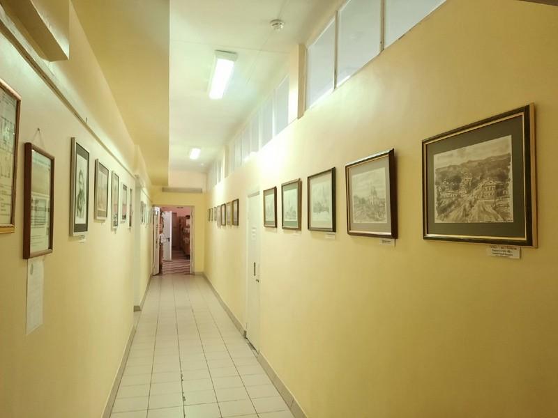 В Кирово-Чепецке открыта выставка картин, написанных нефтью
