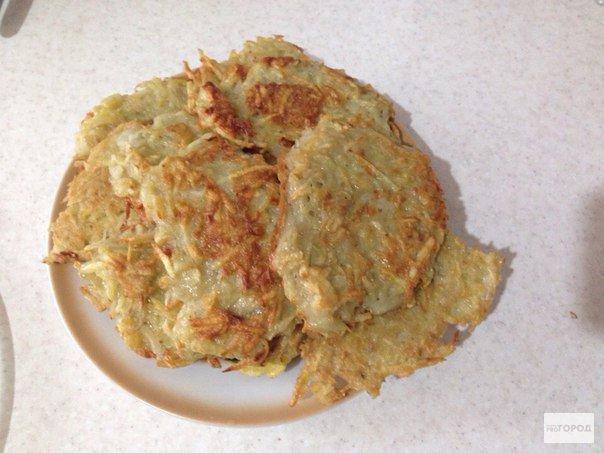 Рецепт выходного дня: драники из свежей картошки