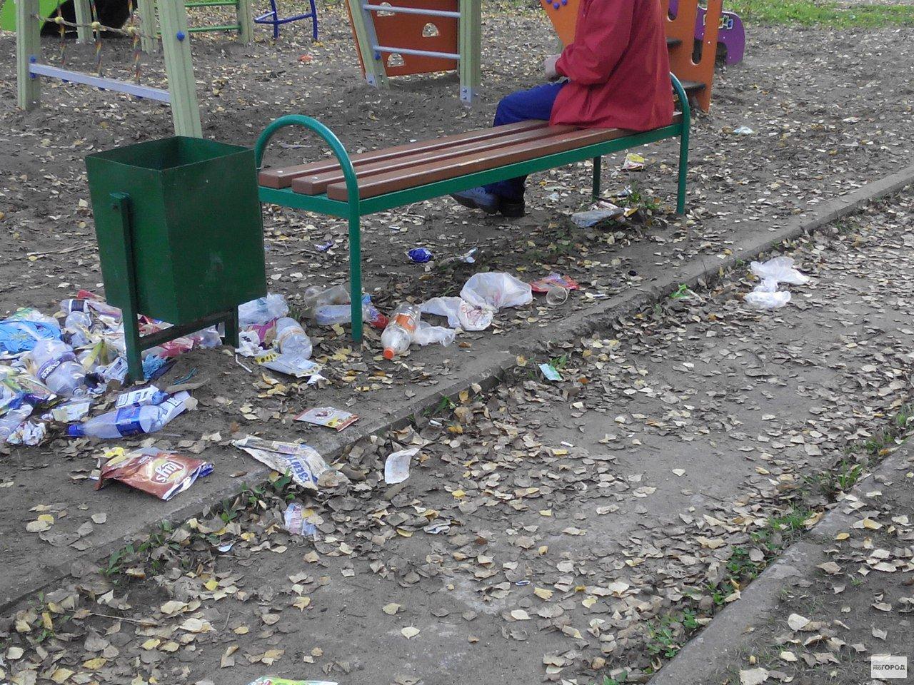 В Кирово-Чепецке детская площадка завалена мусором