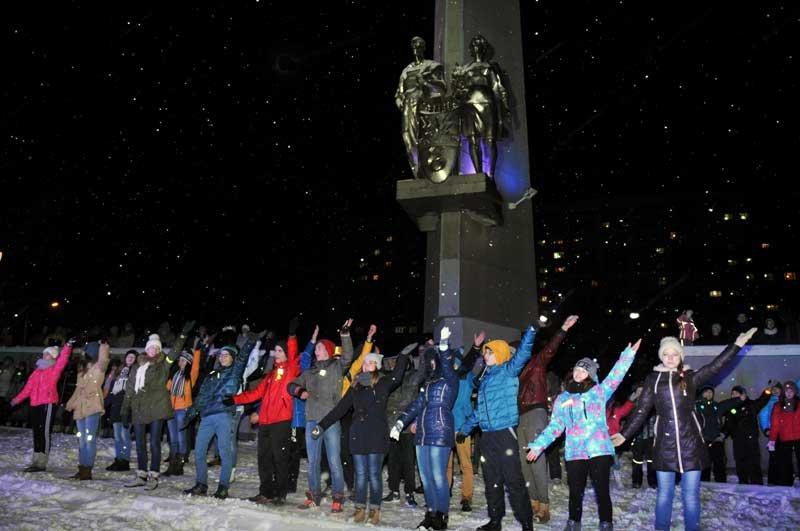 В Кирово-Чепецке прошел флэшмоб «Будь ярче!»