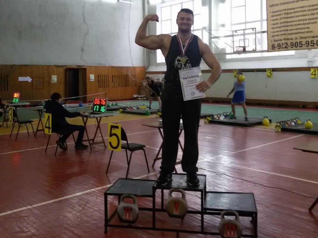 Двое чепчан установили областные рекорды в гиревом спорте