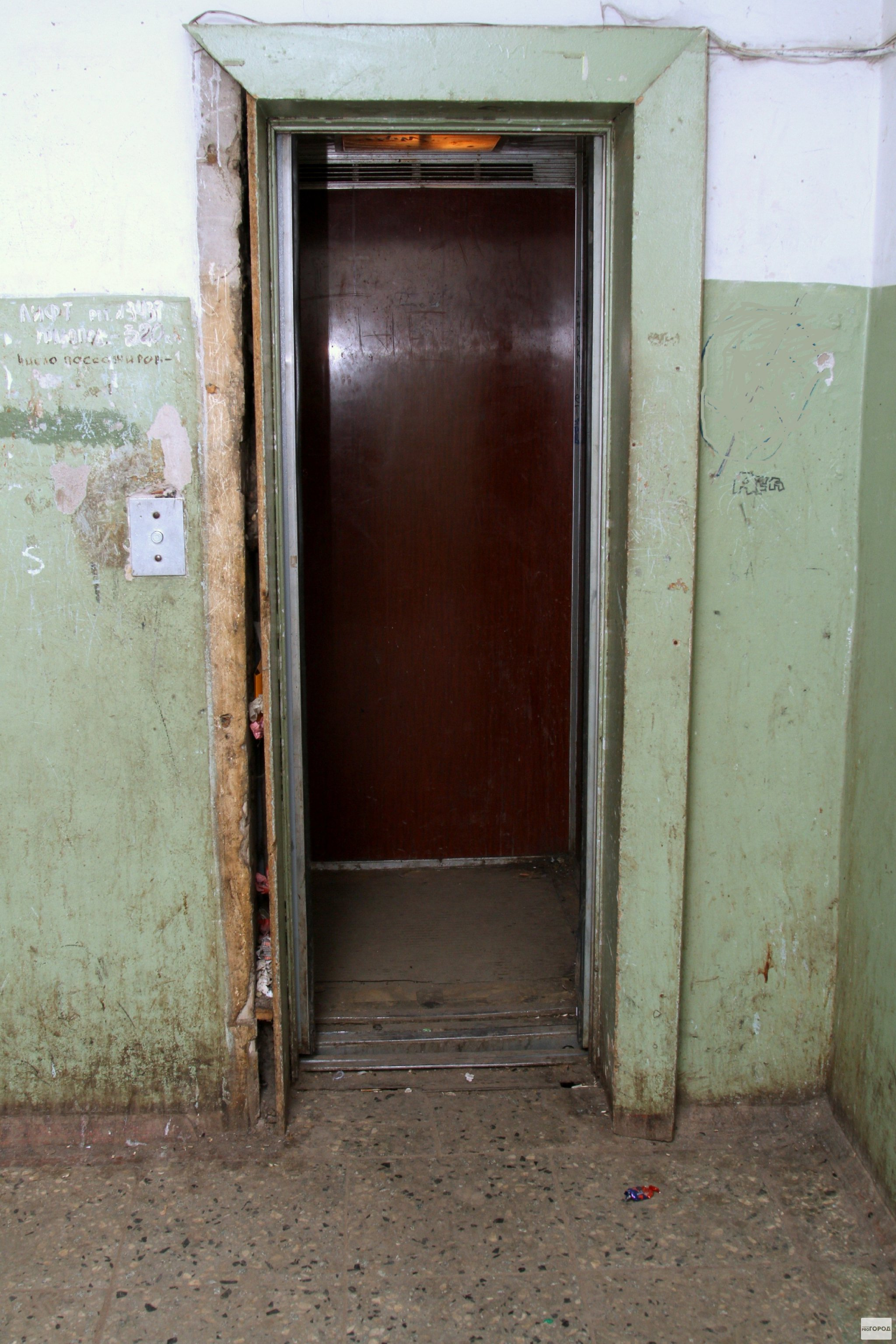 В Кирово-Чепецке дети три часа просидели в сломанном лифте