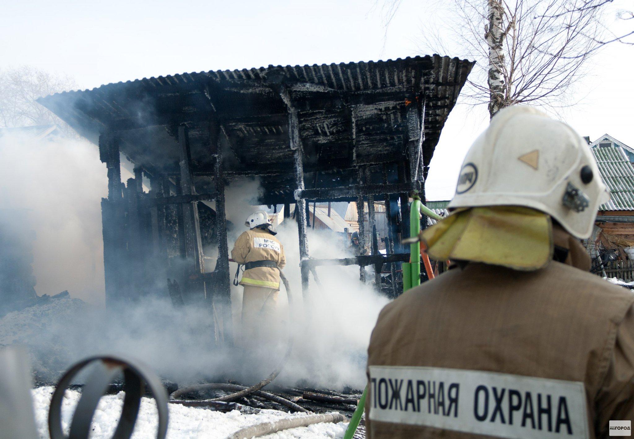 В Кирово-Чепецком районе сгорел гараж с иномаркой внутри