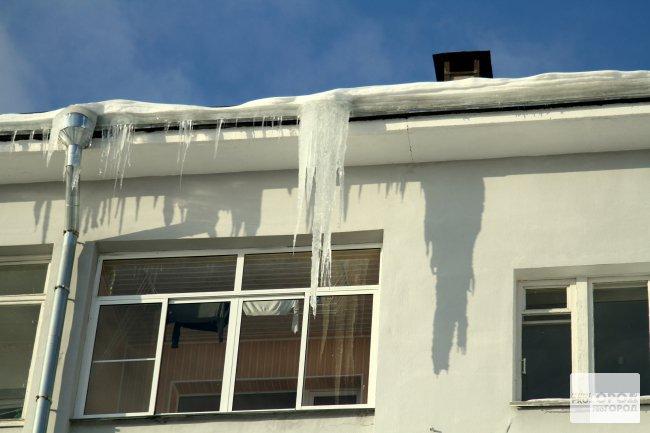 Чепчане смогут пожаловаться на снежные глыбы на крышах через Интернет