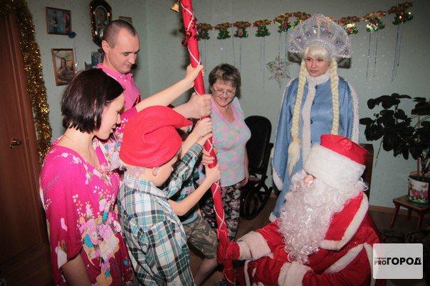 Стало известно, сколько зарабатывают российские Деды Морозы и Снегурочки