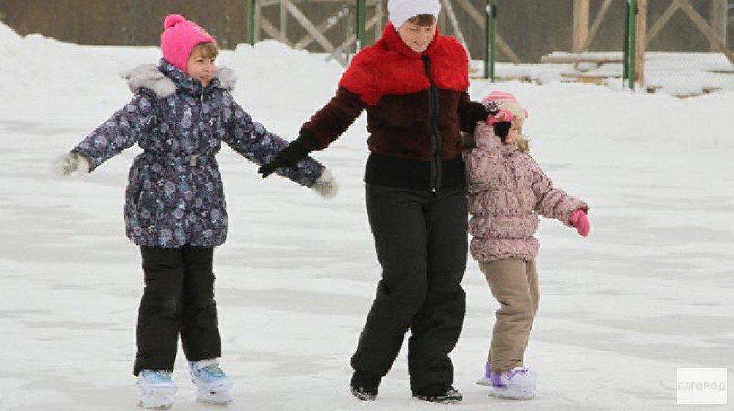 Лед на катке в Чепецке вновь растаял из-за потепления