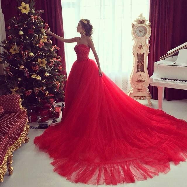 Как отметить Новый год: в красном платье, на маскараде и без грамма мяса