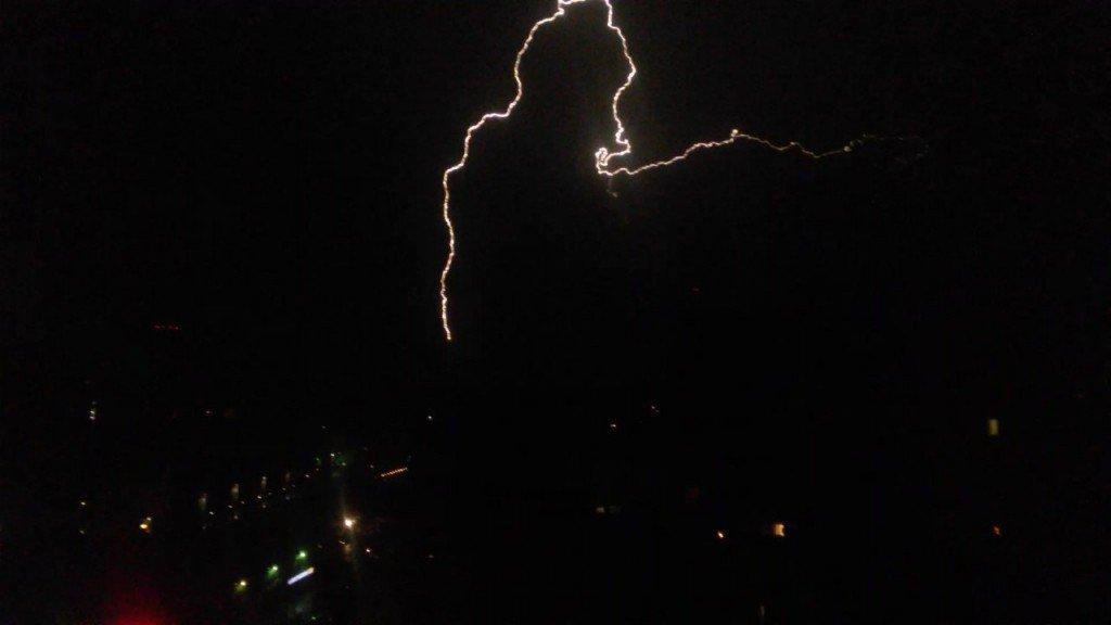 В небе Кировской области сверкнула зимняя молния