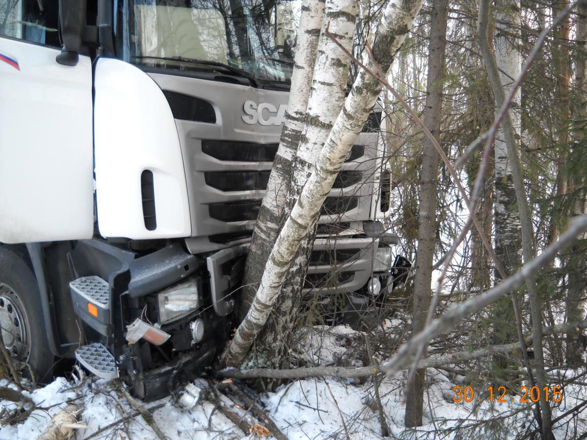В Кировской области съехал в кювет и погиб водитель фуры