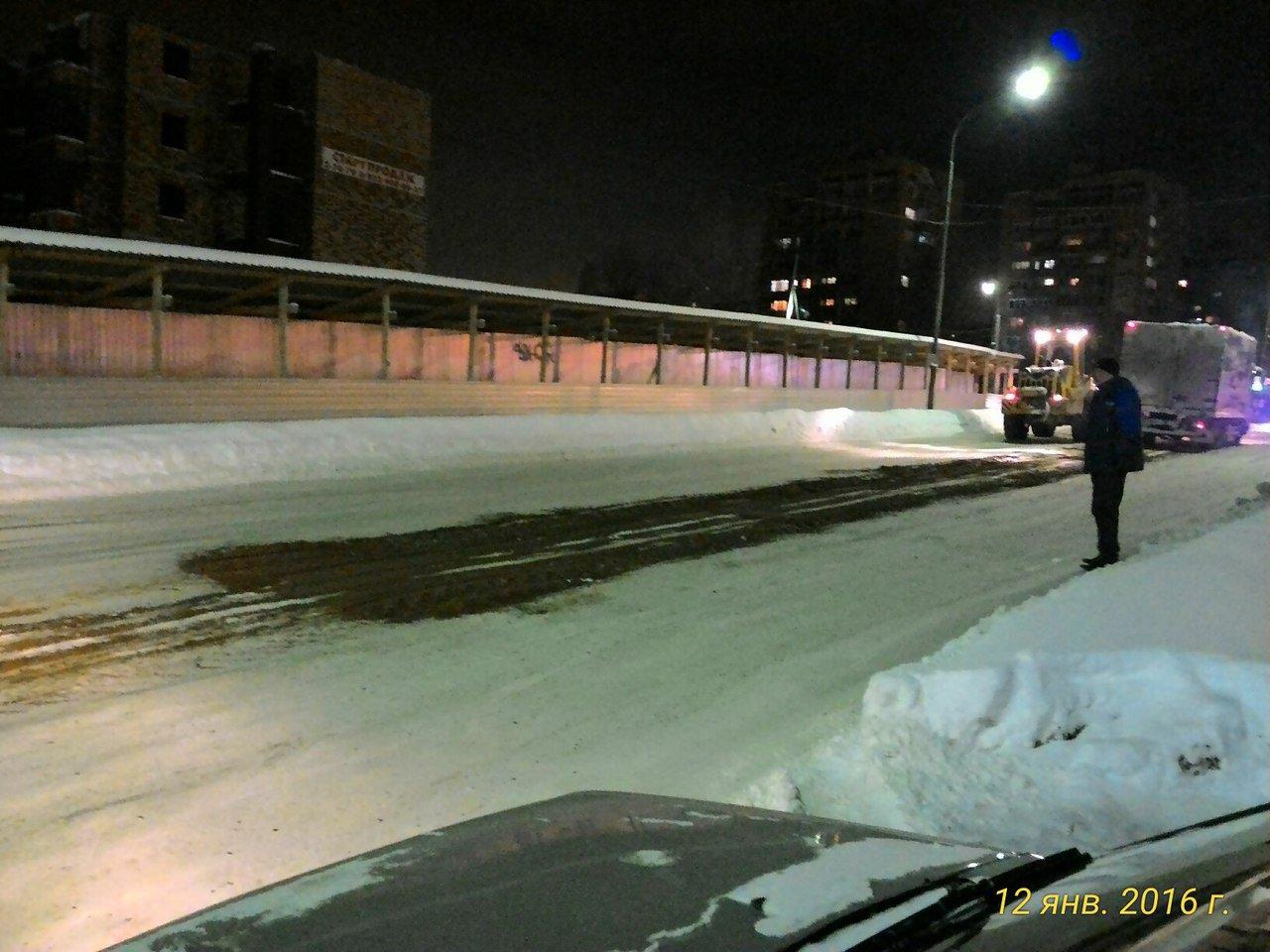 В Кирово-Чепецке улицы посыпают песком необычным способом