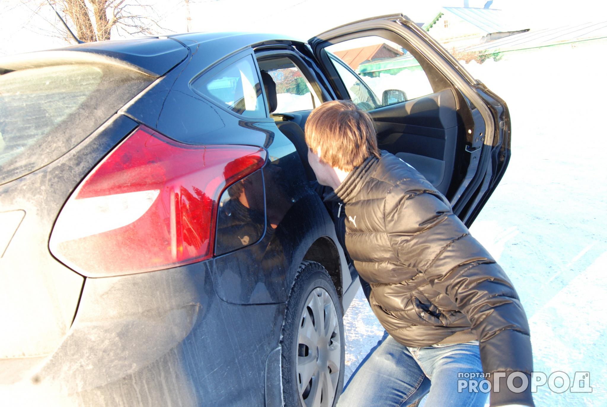 Из машины кировчанина украли полмиллиона рублей