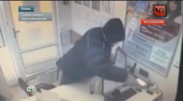 Сбежавший из кировской больницы бандит по прозвищу Рэмбо до задержания успел ограбить магазин