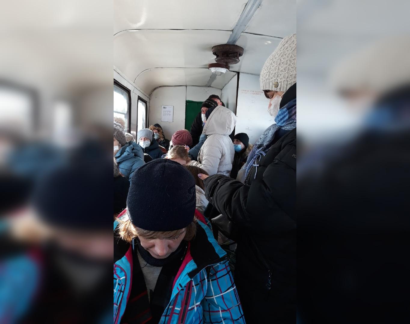 «Один вагон и битком»: жители Каринторфа о ситуации с поездом по УЖД