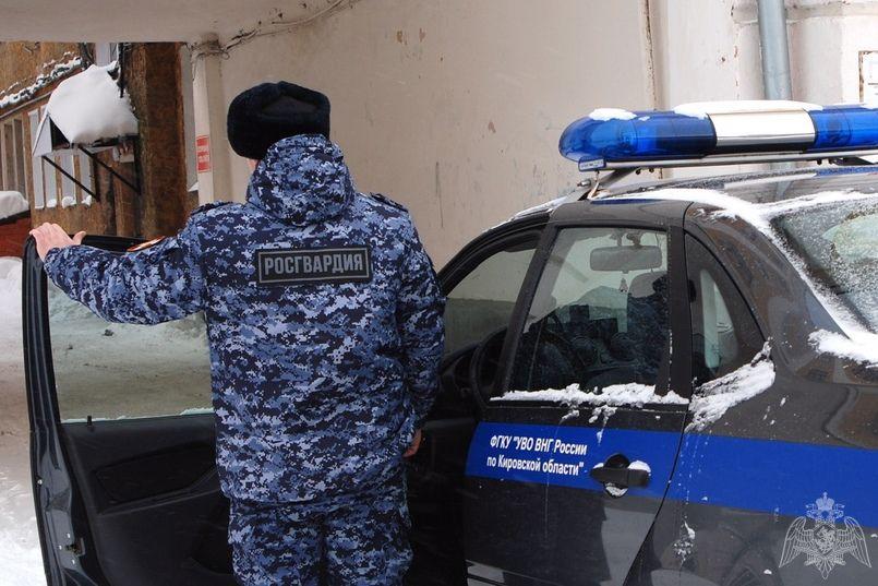 В кирово-чепецком кафе мужчина украл у знакомого 16 тысяч рублей: подозреваемого задержали