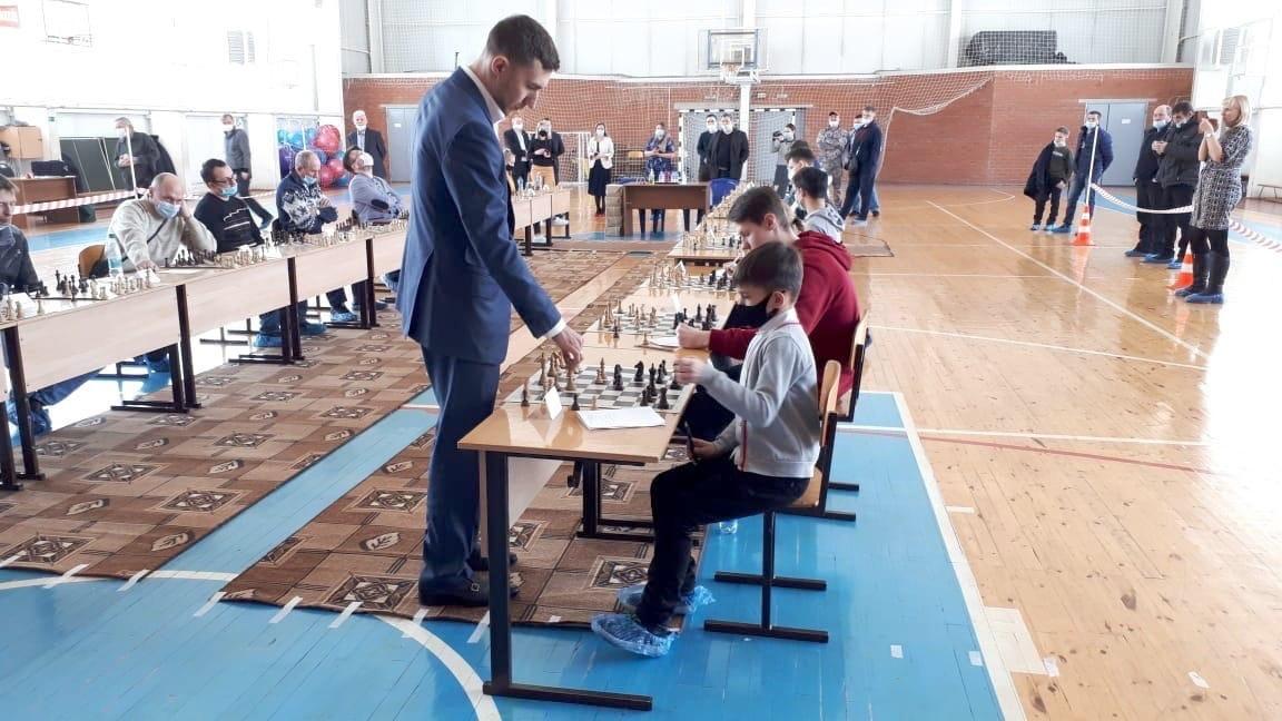 9-летний шахматист из Кирово-Чепецка восхитил гроссмейстера Сергея Карякина своей игрой