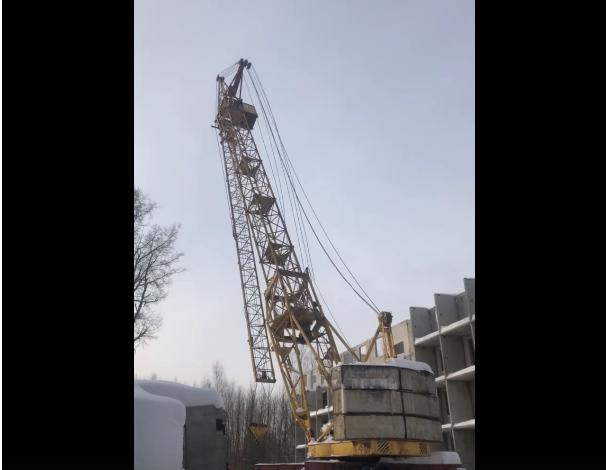 В Кирово-Чепецке рухнул строительный кран