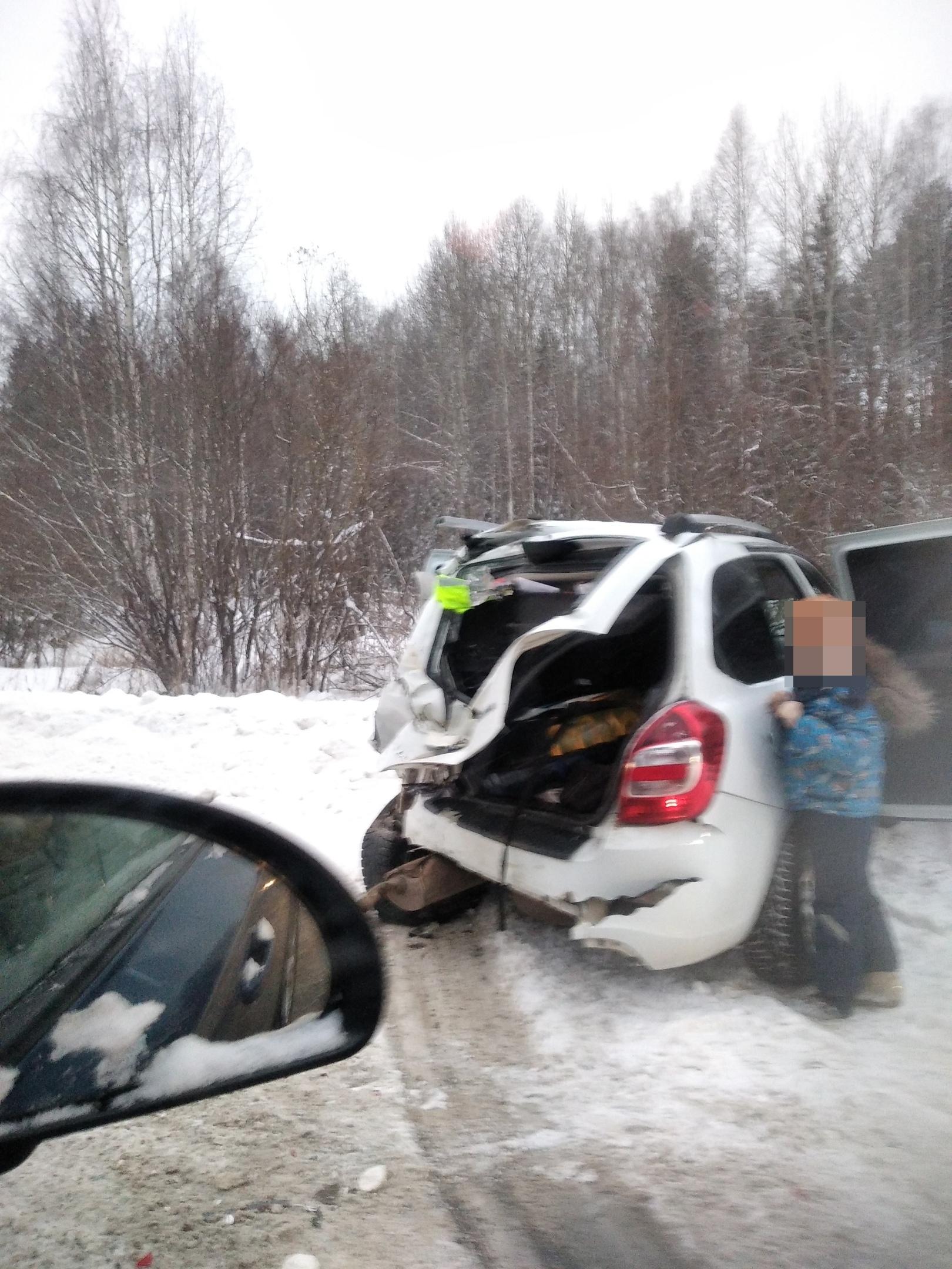 На трассе в Кирово-Чепецком районе произошло тройное ДТП