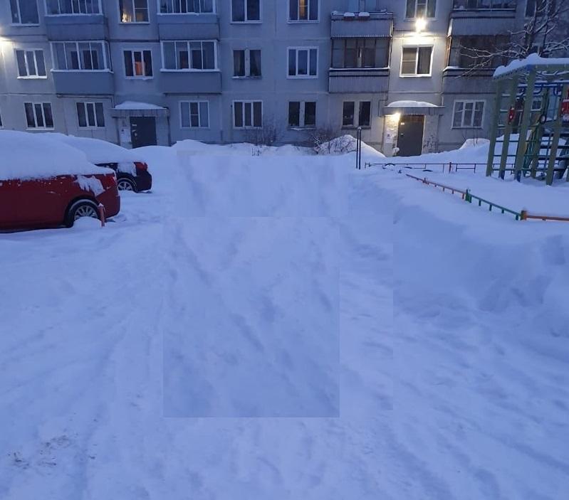 Жители Чепецка обеспокоены состоянием дворов и сугробами