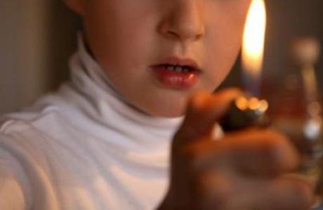 После гибели подростка в ОЗС хотят запретить продажу зажигалок несовершеннолетним