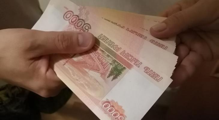 В Кирово-Чепецке бывшего сотрудника администрации обвинили в получении взяток
