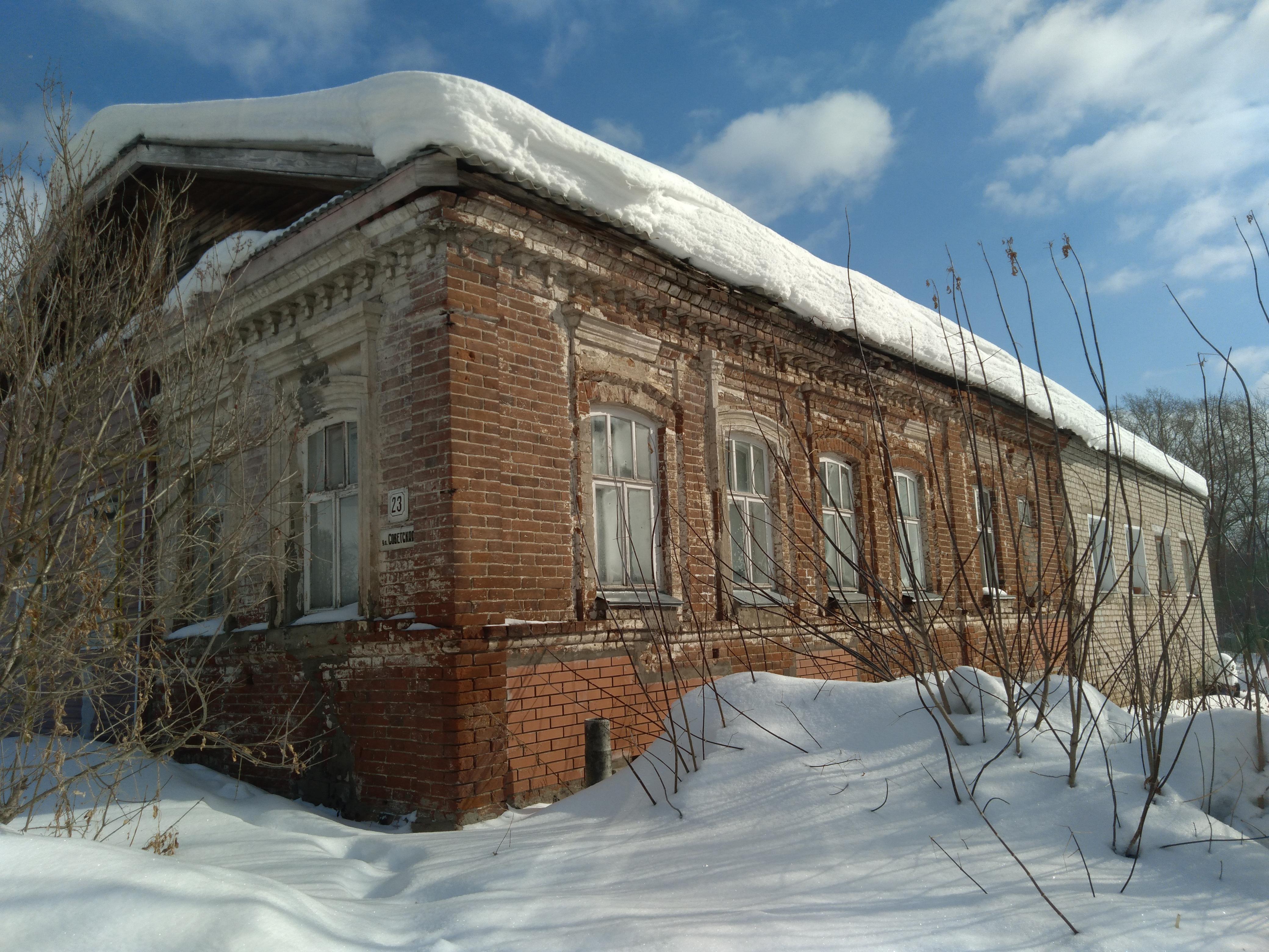 После капремонта 100-летний дом в Кировской области стал разрушаться еще больше