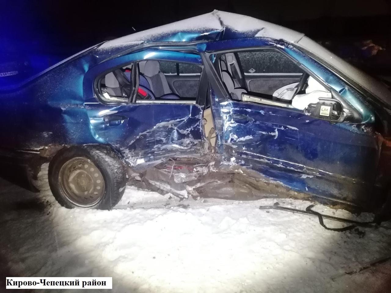 На трассе в Чепецком районе столкнулись иномарка и ВАЗ: травмированы оба водителя