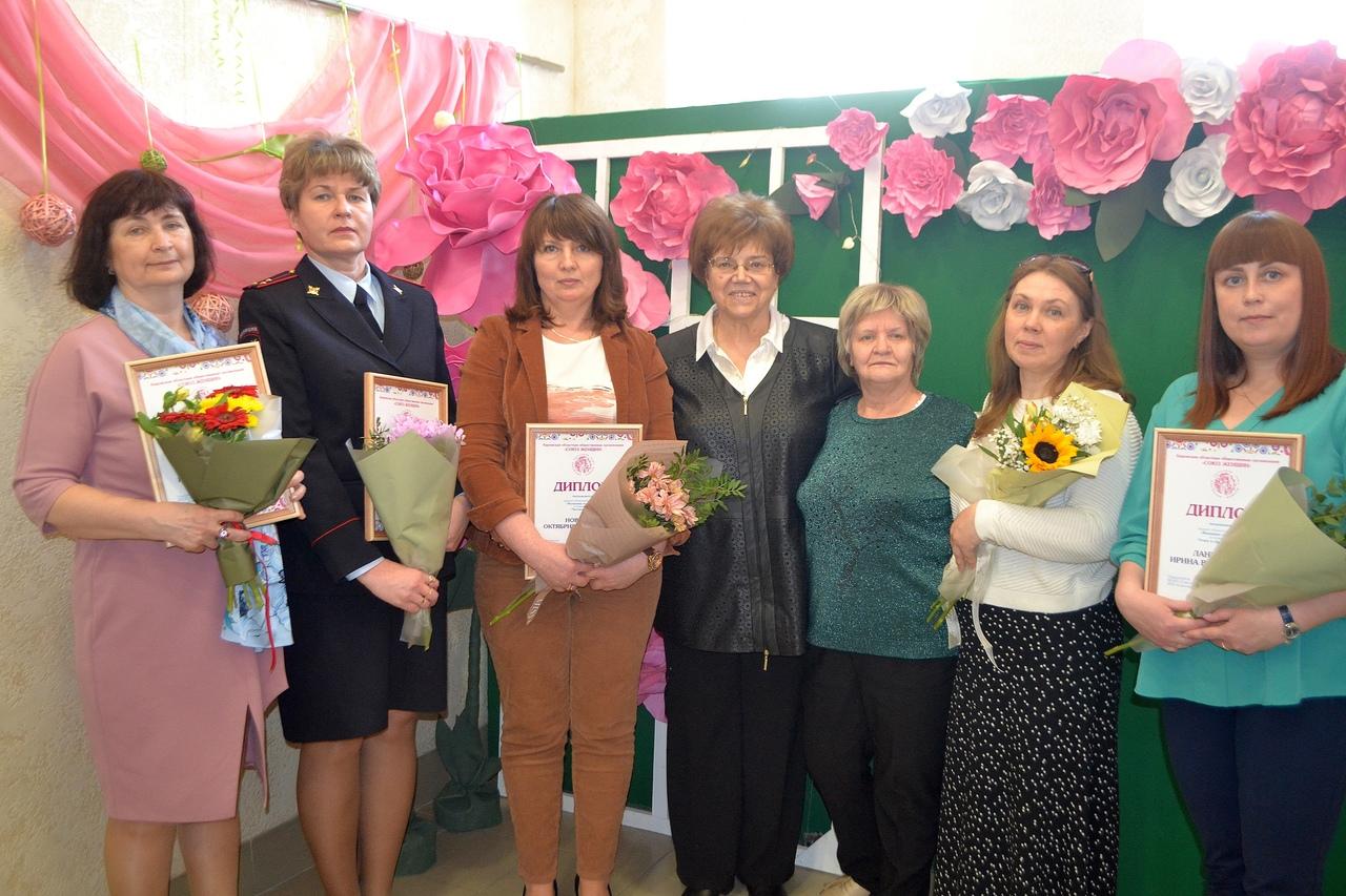 Пять жительниц Кирово-Чепецка получили награду «Женщина года-2020»