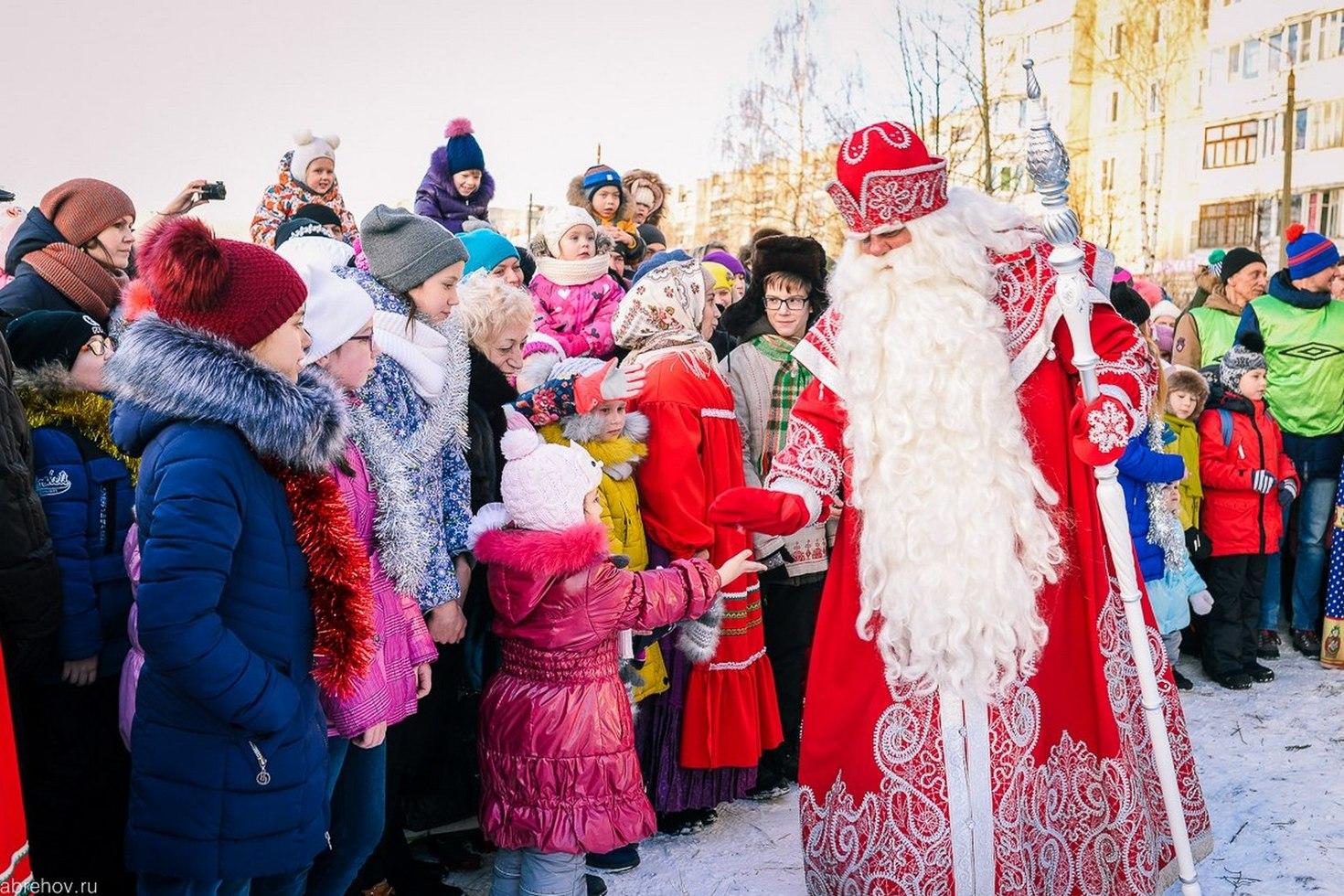 Стало известно, что просят россияне у Деда Мороза в 2020 году