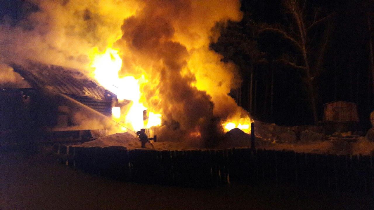 В садах под Кирово-Чепецком вспыхнул дом
