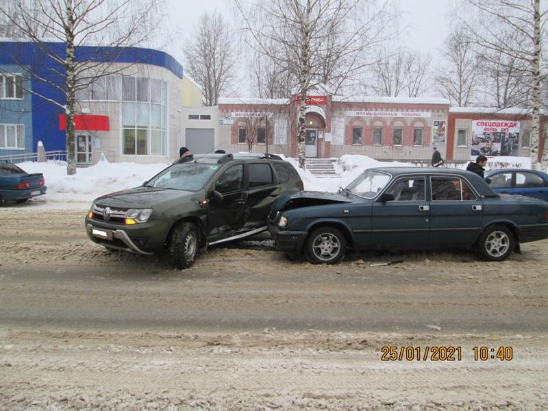 """Утром в Чепецке при столкновении """"Рено"""" и ГАЗ пострадали две женщины"""