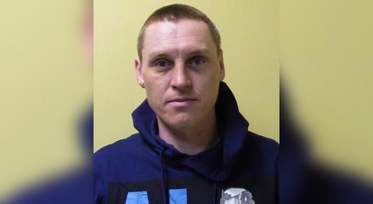 Житель Кировской области зарезал женщину и скрылся