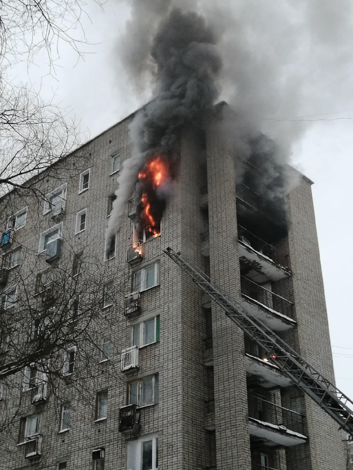 В Кирово-Чепецке на Ленина горит квартира в многоэтажке