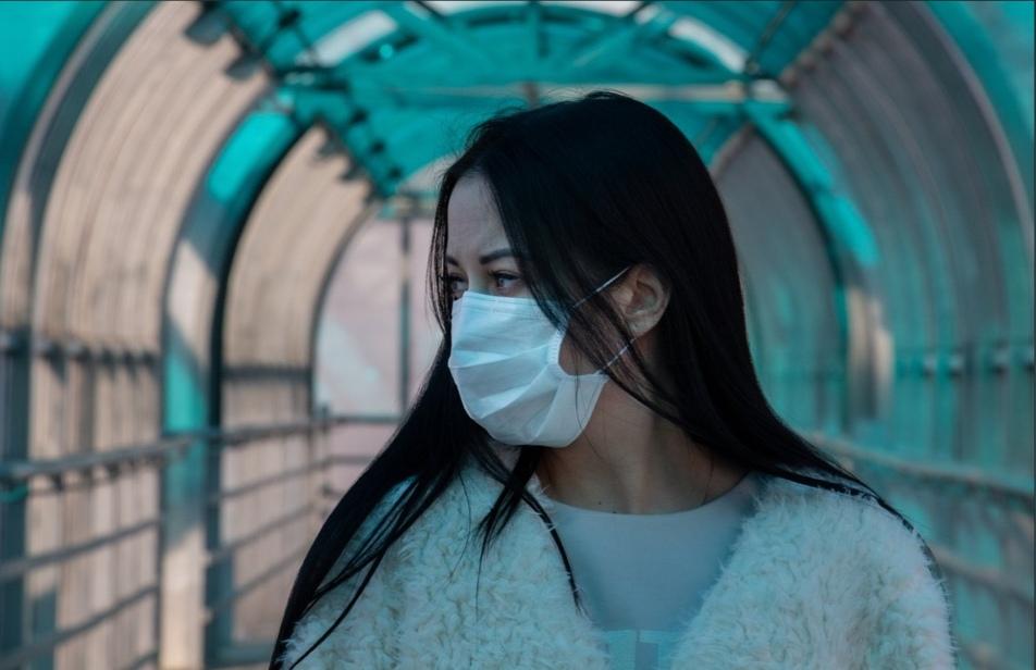 Врачи заявили, что не стоит носить маску на улице зимой