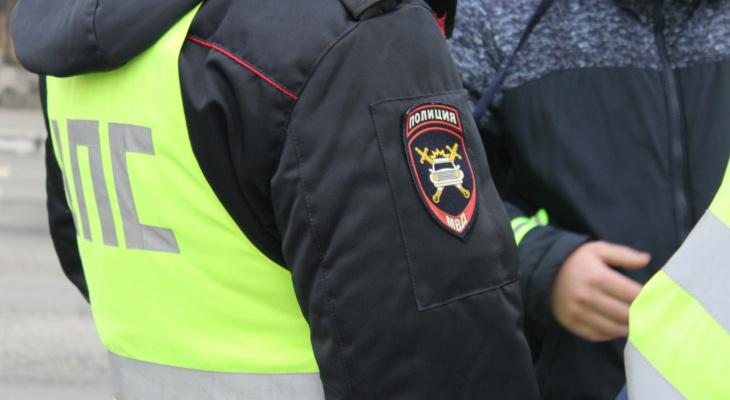 В Чепецке полиция остановила авто под управлением рецидивиста в костюме Деда Мороза