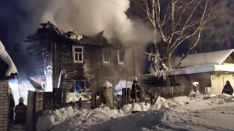 В Кирове ночью произошел пожар, в котором погибли 4 ребенка и женщина