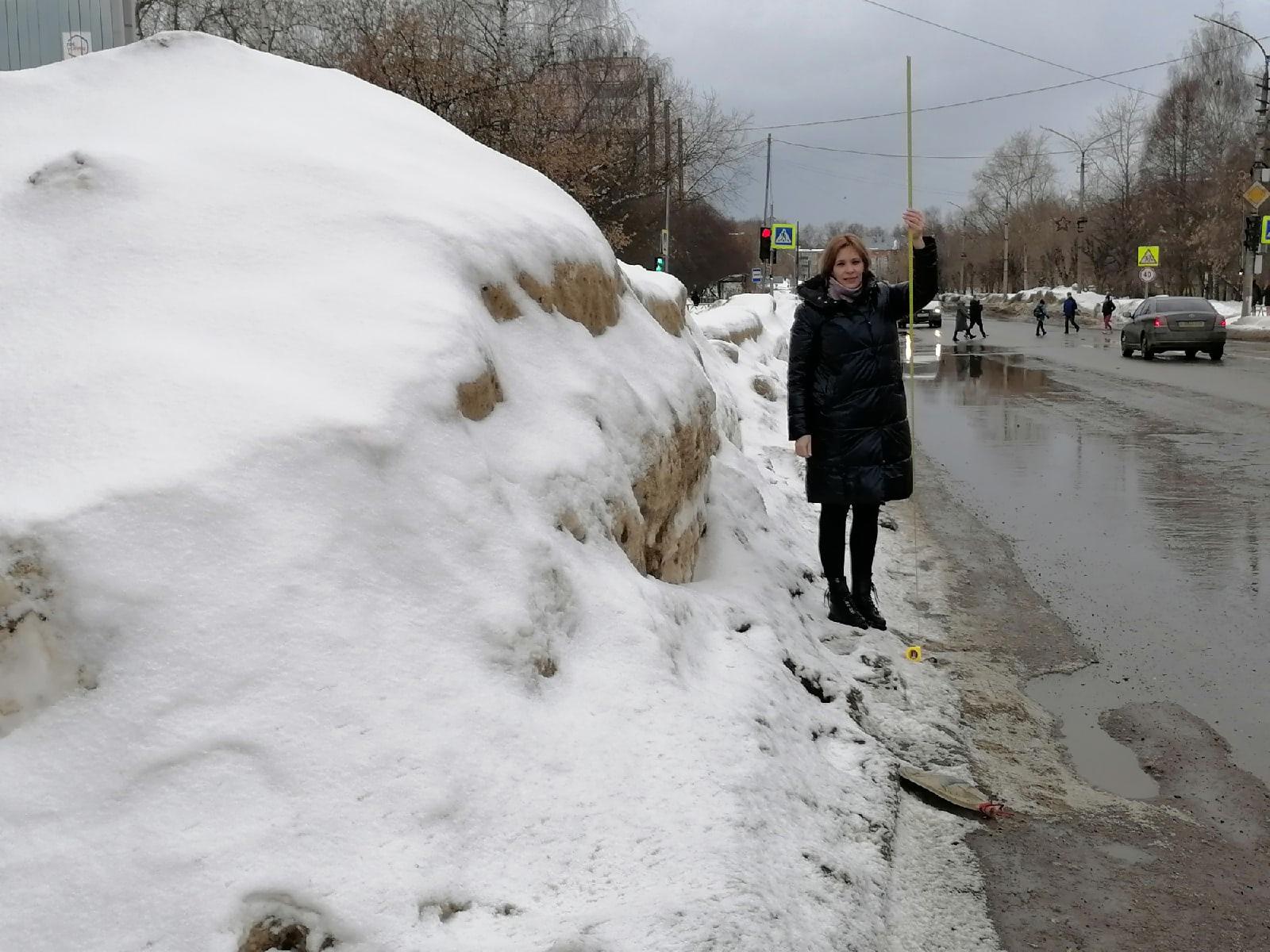 Высота сугробов в Кирово-Чепецке превышает норму в четыре раза