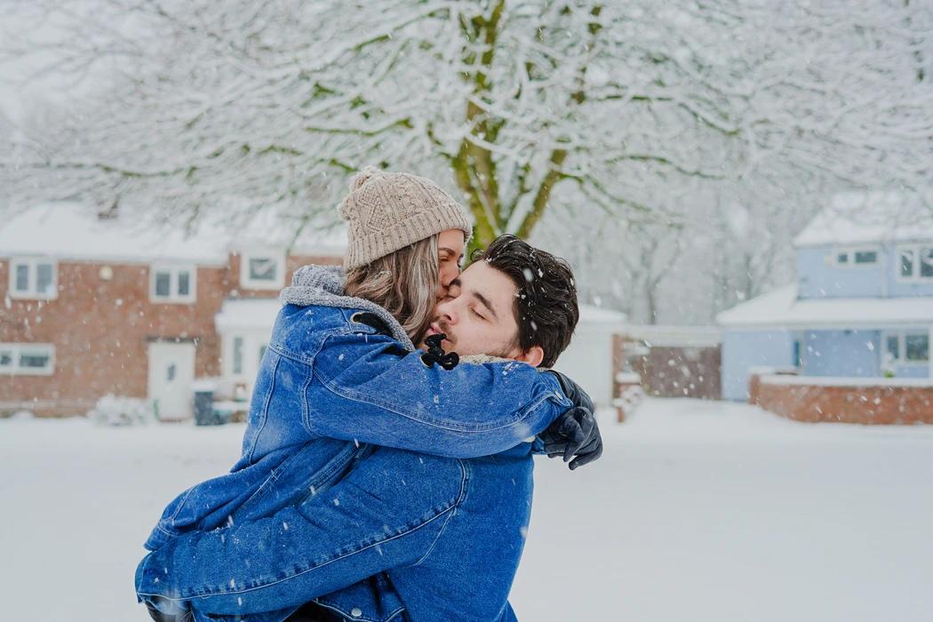 Астрологи рассказали, кто из знаков встретит любовь на выходных