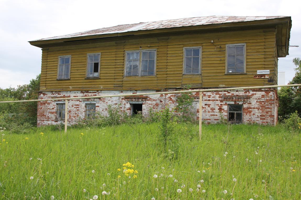 В Кирово-Чепецке разрушается историческое здание: за ним никто не следит