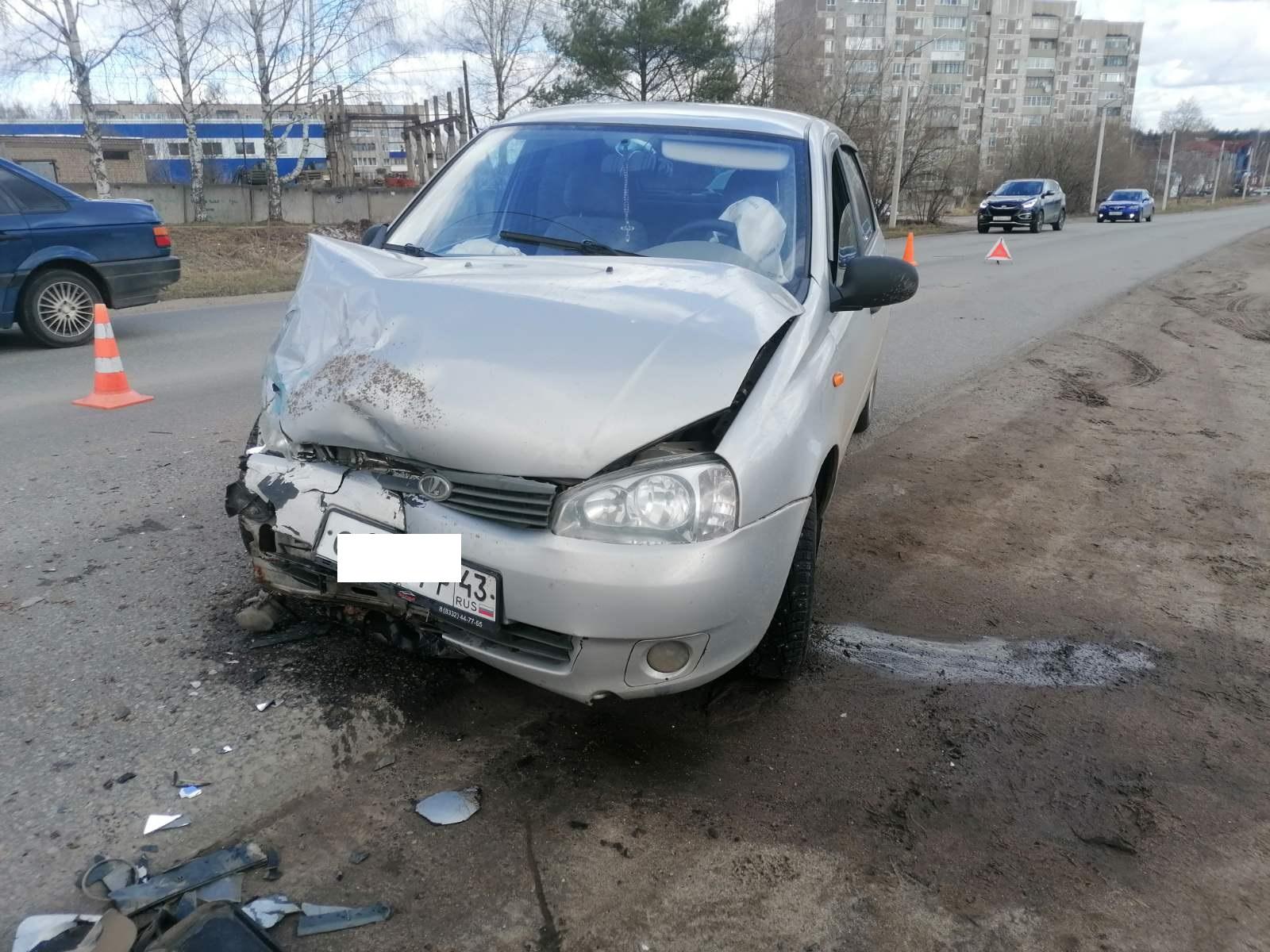 Утром в Чепецке при столкновении двух ВАЗов пострадала женщина