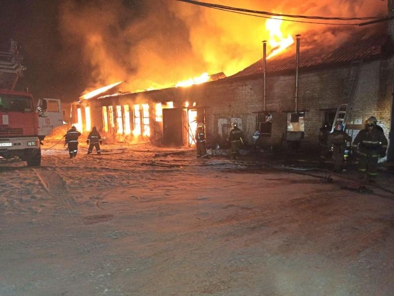 В Кирово-Чепецком районе сгорел цех по производству мебели