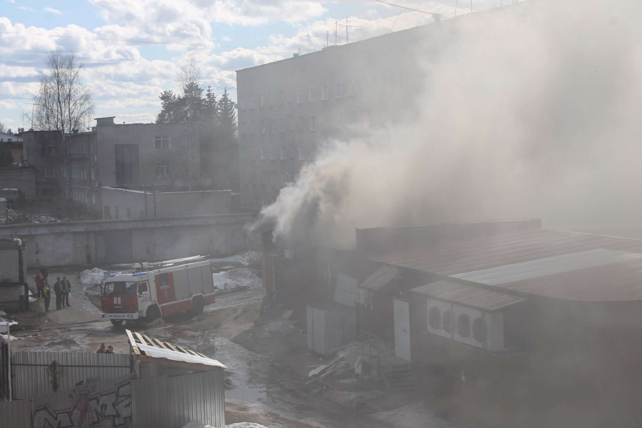 В Кирово-Чепецке произошел пожар в супермаркете: всех эвакуируют
