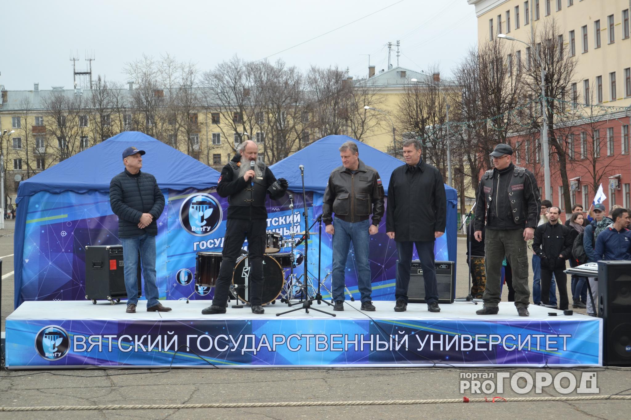Фоторепортаж: первые лица региона и владыка Марк открыли мотосезон в Кирове