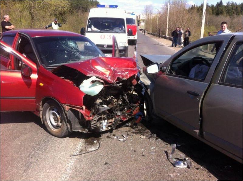 В Чепецке два авто столкнулись на путепроводе: подробная информация о ДТП
