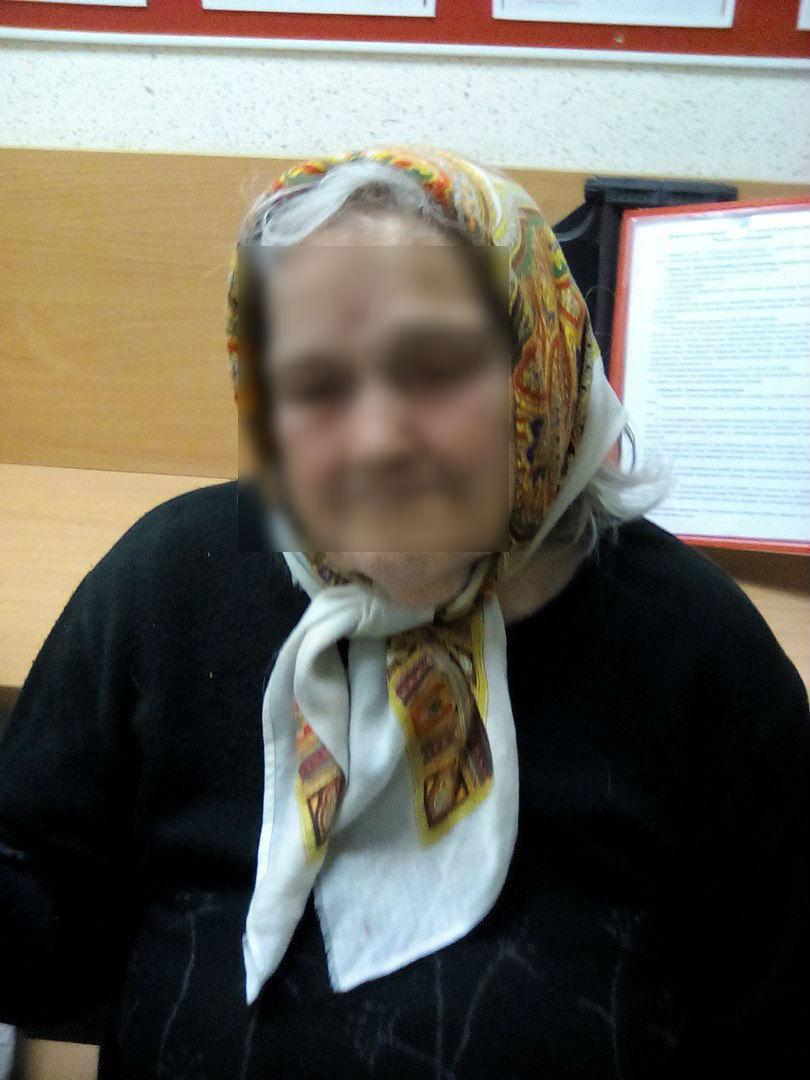 В Кировской области на дороге нашли бабушку, страдающую провалами в памяти