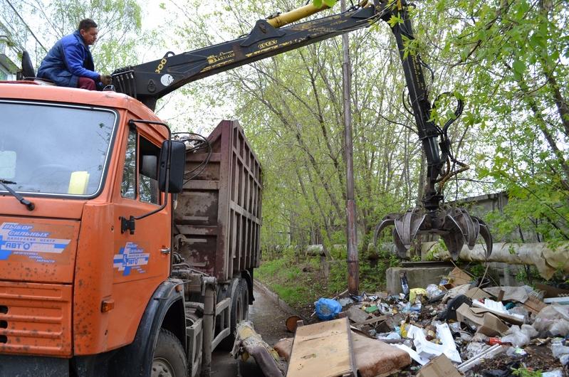 В Кирово-Чепецке с улицы убрали несанкционированную свалку