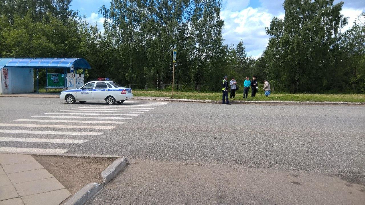 В Чепецке полицейские оцепили участок у остановки в 8 микрорайоне