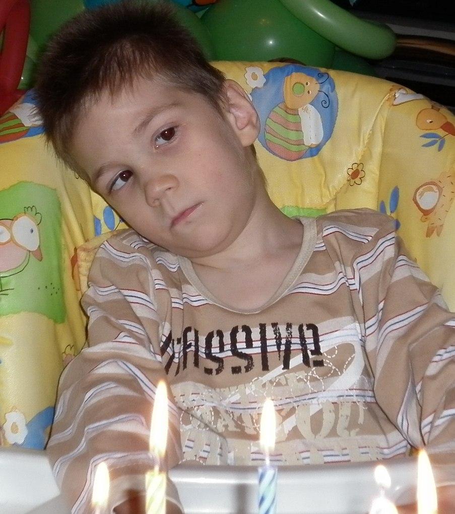 10-летний Арсений из Кирова мечтает научиться ходить и говорить
