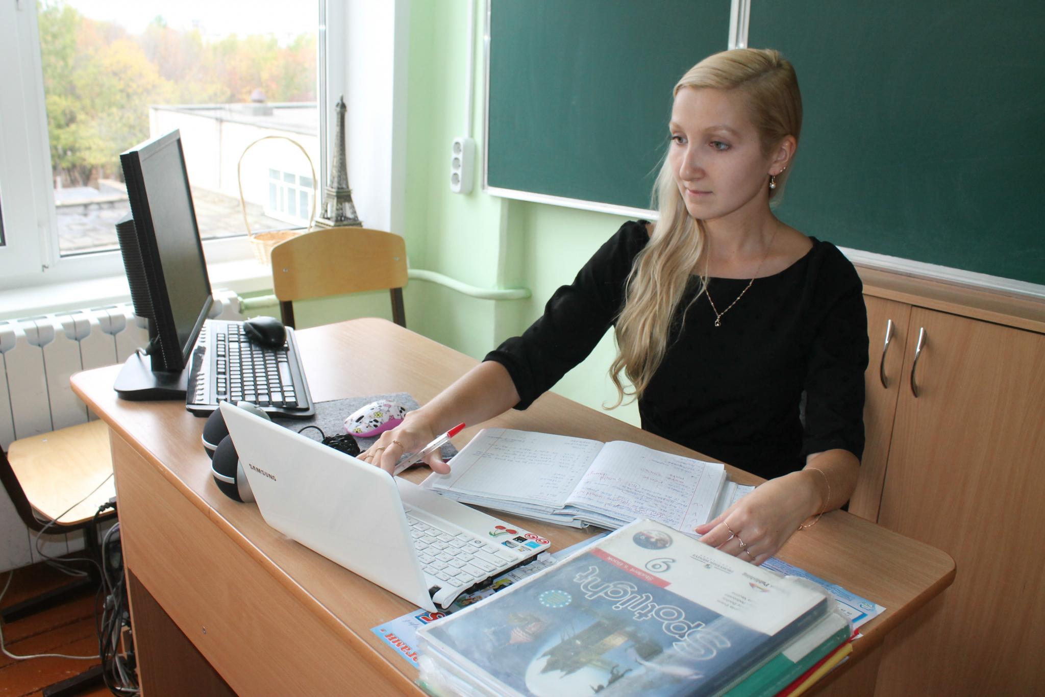 Три учителя из Кирово-Чепецка получат по 200 тысяч рублей