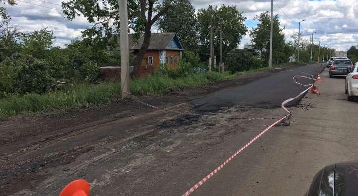 Под Кировом жестоко избили рабочего, укладывающего асфальт на дороге