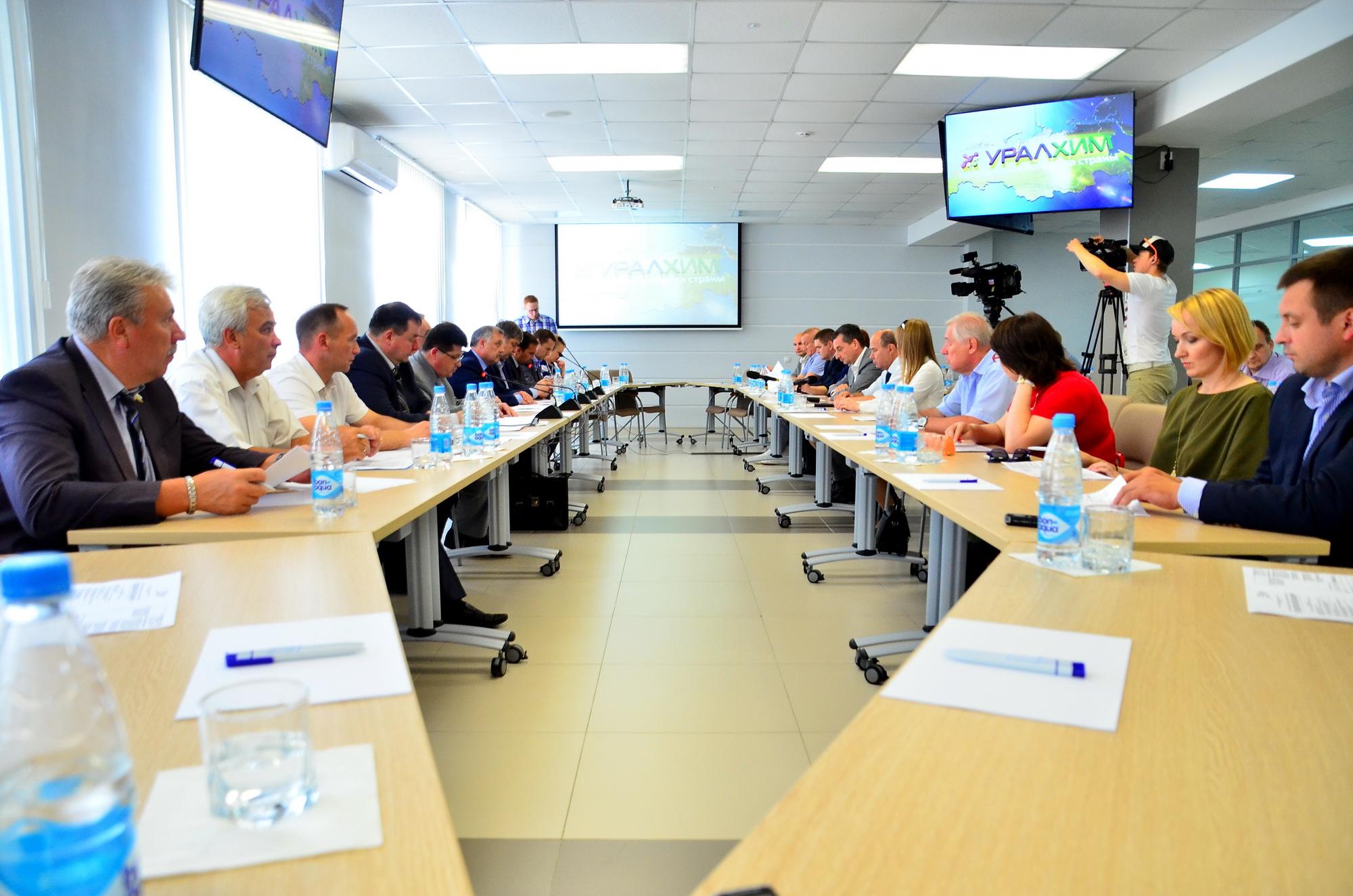 В филиале «УРАЛХИМ» прошло выездное заседание комитета и комиссии Законодательного Собрания Кировской области